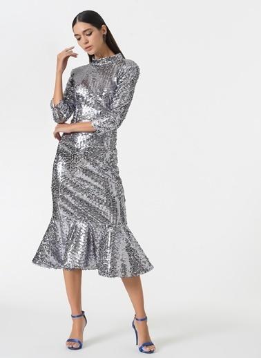 Esra Gürses Elbise Gümüş